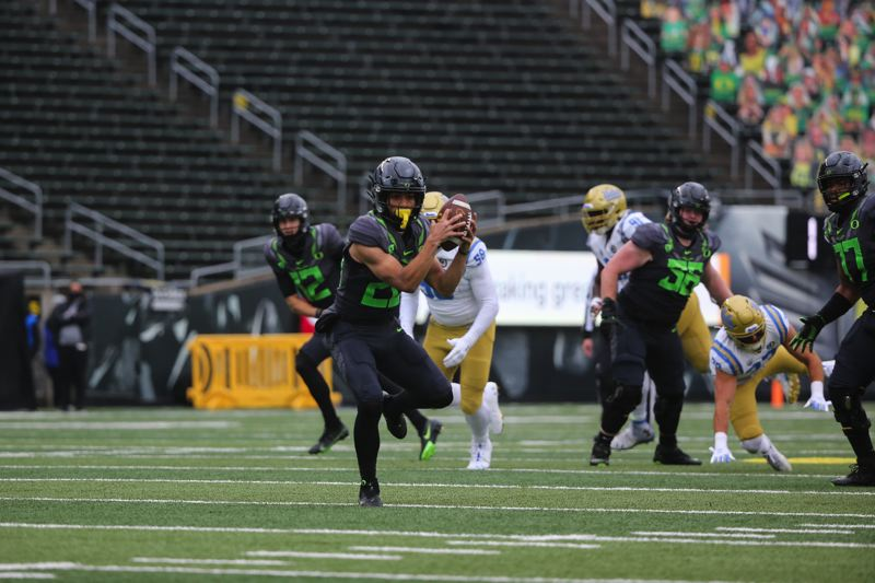 COURTESY PHOTO: ERIC EVANS - Travis Dye had all kinds of room on this 32-yard touchdown catch and run that put the Ducks in front 14-0.