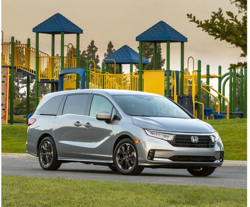 COURTEY HONDA - With its 'floating roof' styling and sculpted sides, the 2021 Honda Odyssey Elite is the best looking  minivan on the moment.