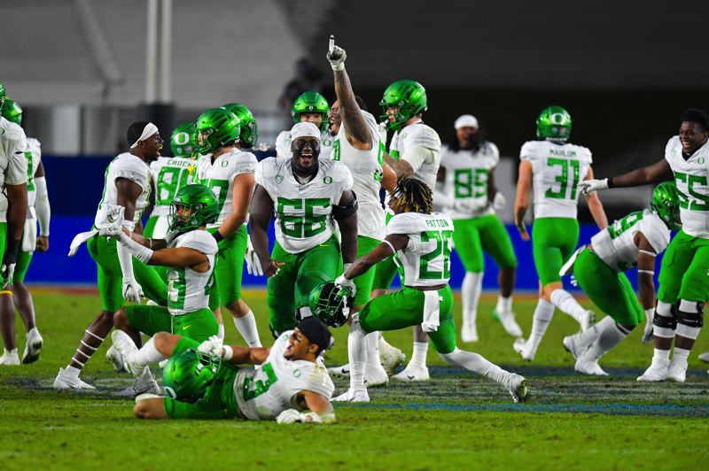 COURTESY PHOTO: USC ATHLETICS/JOHN MC GILLEN - The Oregon Ducks react to finishing off USC on Friday, beating the Trojans 31-24 for Oregon's second consecutive Pac-12 title.