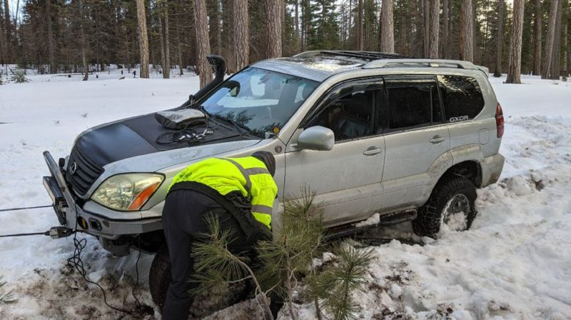 Daniel's Gx470 stucked in the snow after his transmission overheated