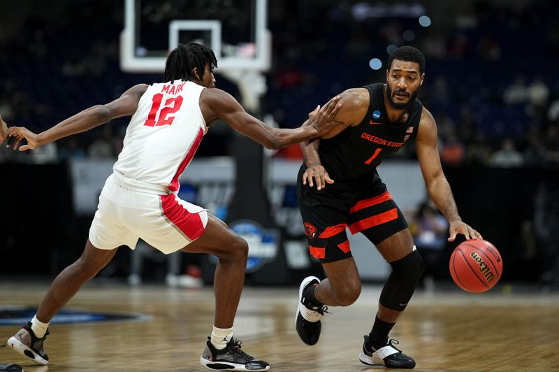 COURTESY PHOTOS: NCAA PHOTOS - Maurice Calloo and the Oregon State Beavers had their hands full with Houston, but the Beavers rallied only to lose 67-61 in the NCAA Tournament Midwest Region final.