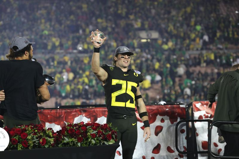PMG FILE PHOTO: JAIME VALDEZ - Brady Breeze surged at the end of the 2019 season, including earning defensive player of the game honors at the Rose Bowl, when Oregon beat Wisconsin.