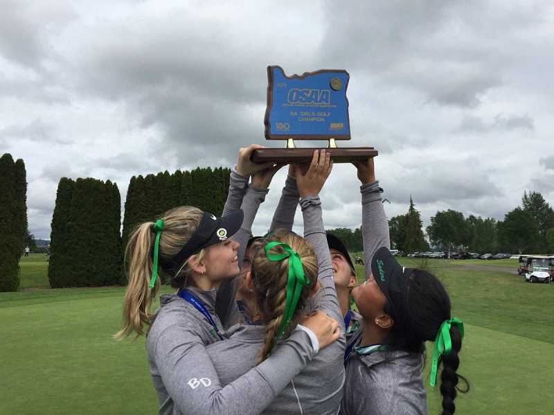 It's a rebuilding year for the Jesuit girls golf team