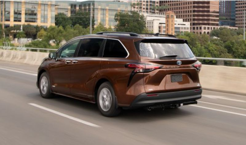 COURTESY TOYOTA - The 2021 Toyota Sienna looks good coming and going.