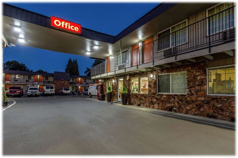 COURTESY PHOTO: OREGON COMMUNITY FOUNDATION - The Econo Lodge Inn & Suites at 622 S.E. 10th Ave. in Hillsboro will become a year-round Washington County-run shelter.
