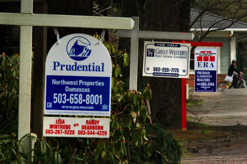 FILE PHOTO - Three foreclosured properties coul be seen along SE Main Street near 180th Avenue in 2009.KEYWORDS: City, Portland, sales, homes, economy, jobs, recession
