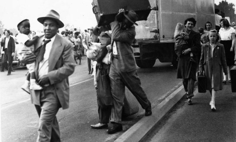 COURTESY OREGON HISTORICAL SOCIETY - Refugees escape Vanport after its flooded on May 30, 1948.