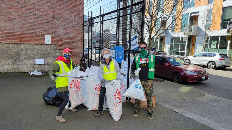 COURTESY PHOTO: SOLVE - SOLVE volunteers at a previous cleanup event.