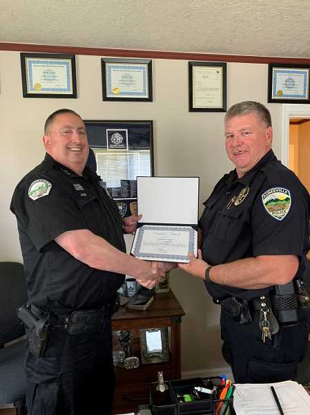 COURTESY PHOTO: OACP - Hubbard Police Chief Dave Rash, left, receives the Oregon Association Chiefs of Police Presidents Award from award committee co-chair Aumsville Police Chief Richard Schmitz.