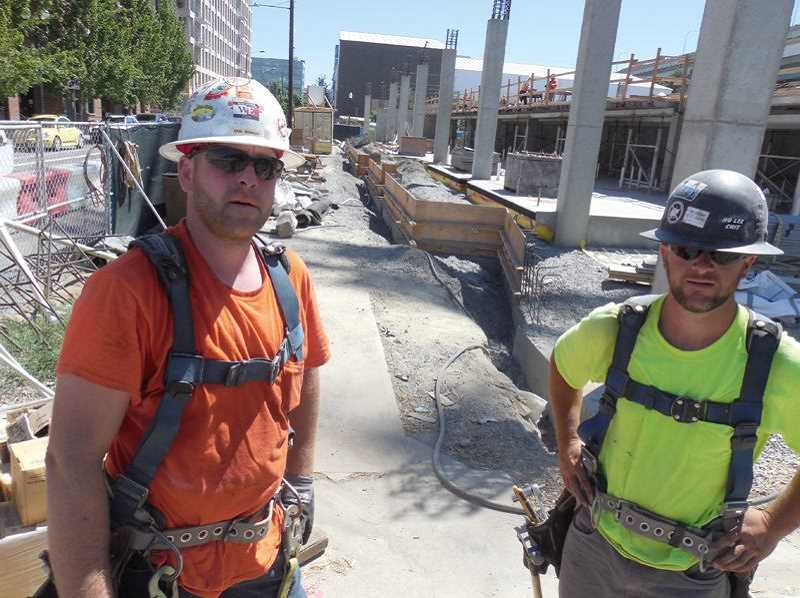 PMG: PHOTO: JOSEPH GALLIVAN - Kris Meining and Josh Phelps work through the heat in 2017. New temporary rules by Oregon OSHA aim to prepare outdoor workers for days over 80F, with companies having to provide water, shade and training to treat heat sickness.