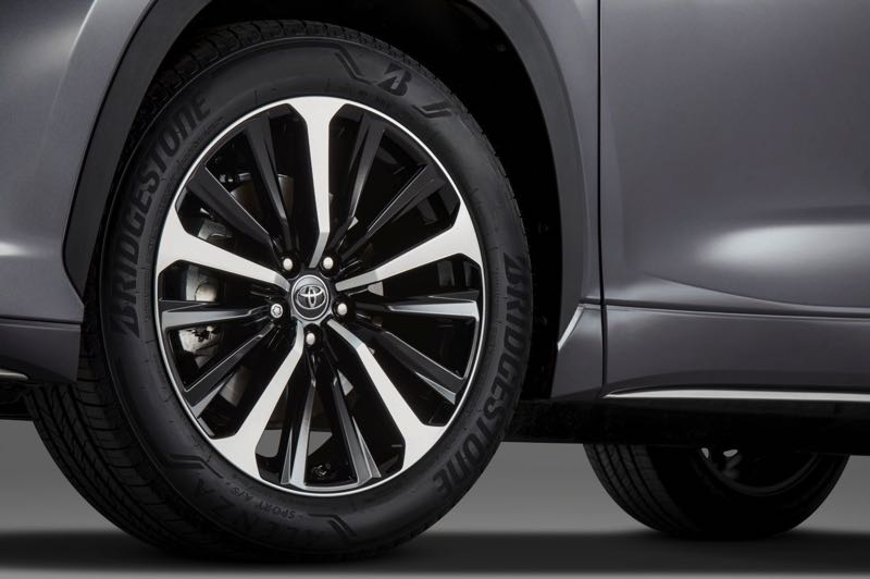 COURTESY TOYOTA MOTOR USA - Unique 20-inch alloy wheels are part of the suspension upgrades on the 2021 Toyota Highlander XSE.