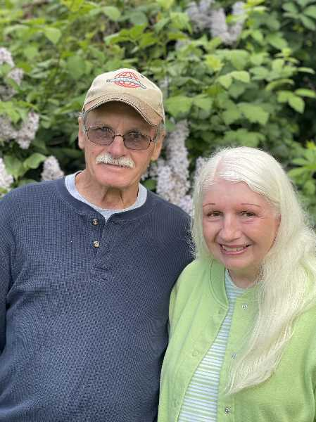 COURTESY PHOTO: AUTUMN CASEY - Jerry and Diane Henderson of Woodburn were married Sept. 11, 1971, in Springfield, Oregon.