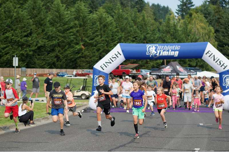 PMG PHOTO: ANNA DEL SAVIO - Kids take off running in the 1k race at the Run for Neil.