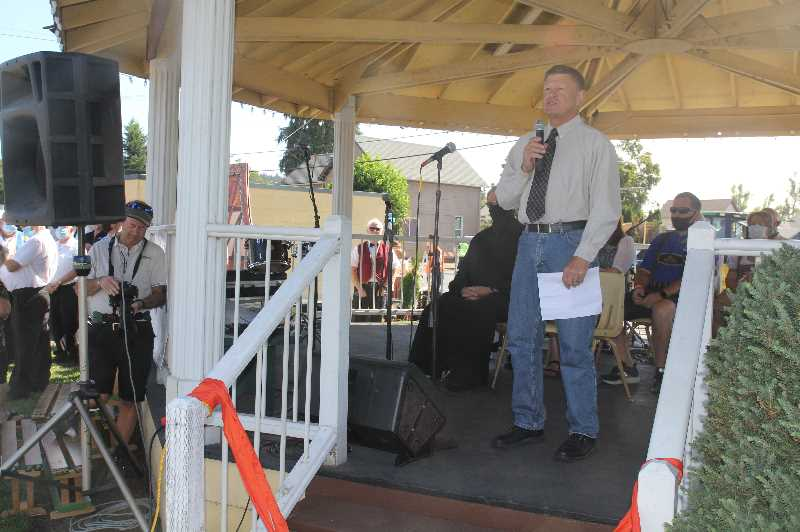 PMG PHOTO: JUSTIN MUCH - Mount Angel Mayor Don Fleck says a few words during the opening of the 2021 Mount Angel Oktoberfest, Thursday, Sept. 16.