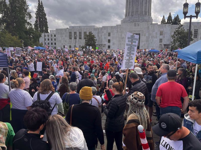 Large crowd protests COVID vaccine mandate at Oregon Capitol