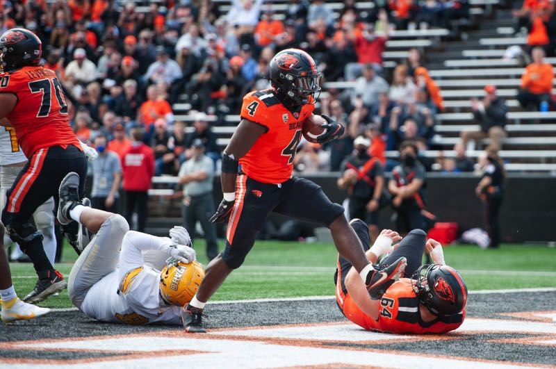 PMG PHOTO: JOHN LARIVIERE - Can B.J. Baylor, pictured scoring against Idaho, keep scoring multiple touchdowns a game in Pac-12 play? With seven TDs in three games, Baylor helped Oregon State go 2-1 in nonconference play.
