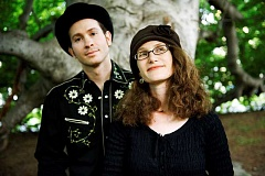 by: SUBMITTED PHOTO - The award-winning acoustic duo Sweet Wednesday will sing at the Lake Oswego Public Library at 1 p.m. Aug. 13.