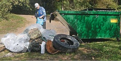 Photo Credit: GARY ALLEN - The river is a little cleaner now - Once complete, volunteers in the Great Willamette Clean Up discarded their collection of trash in a Dumpster provided by Waste Management.