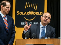 Photo Credit: PAMPLIN MEDIA GROUP: CHASE ALLGOOD - Mukesh Dulani, SolarWorld U.S. president, praised work by Oregon U.S. Sen. Ron Wyden (left) during the Hillsboro companys Oct. 30 announcement that it planned to expand production and add up to 200 new jobs.