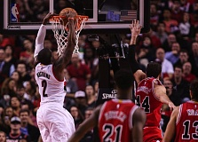 Wesley Matthews gets an easy dunk Friday night against Chicago.