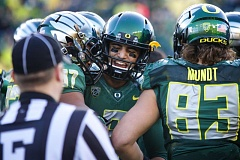 Photo Credit: TRIBUNE PHOTO: JAIME VALDEZ - Marcus Mariota accepts congratulations from his Oregon Ducks teammates.