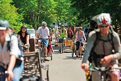 Photo Credit: TRIBUNE FILE PHOTO  - Portland hopes to get tens of thousands more people to ride bicycles to get around, as part of a multipronged plan to reduce the citys carbon footprint.