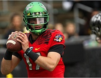 TRIBUNE PHOTO: DAVID BLAIR - Jeff Lockie of Oregon looks to pass in Saturday's spring game at Autzen Stadium.