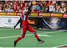 De'Mon Glanton of the Portland Thunder scores after recovering the Las Vegas Outlaws' high snap from center on a point-after try.