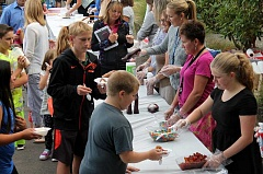 TIDINGS PHOTO: ANDREW KILSTROM - Willamette Primary School welcomed back students and parents Thursday, Sept. 3, to celebrate the start of school with an ice cream social.