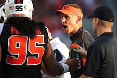 TRIBUNE PHOTO: JAIME VALDEZ - Oregon State coach Gary Andersen gives a motivational speech during a timeout.