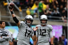 TRIBUNE PHOTO: DAVID BLAIR - Oregon Ducks quarterbacks Jeff Lockie and Taylor Alie have struggled, while the team waits for fellow QB Vernon Adams return to action.