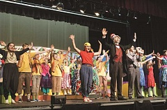 ESTACADA NEWS PHOTO: EMILY LINDSTRAND - The cast celebrates 'the thinks you can think' as the story comes to a close.