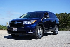 PORTLAND TRIBUNE: JEFF ZURSCHMEIDE - Wraparound headlights and aerodynamic features make the 2016 Highlander look great and help improve fuel economy at the same time.