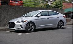PORTLAND TRIBUNE: JEFF ZURSCHMEIDE - Who says economy cars have to be dull? The 2016 Hyundai Elantra is a stunner.