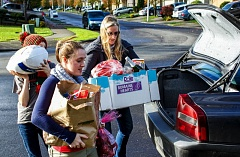 HILLSBORO TRIBUNE PHOTO: TRAVIS LOOSE - Gaston residents and School of Respect members Noah (L), Makayla (Center), and Jinnie Axtell (R) deliver Thanksgiving fixings to Hillsboro resident Elena Rincon Tinoco and her family Nov. 23 as part of the Schools #tobelights Project.