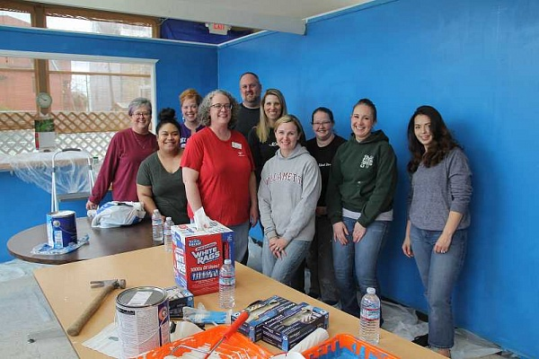 pamplin media group  woodburn independent local news woodburn  aware gets promptly painted makeover