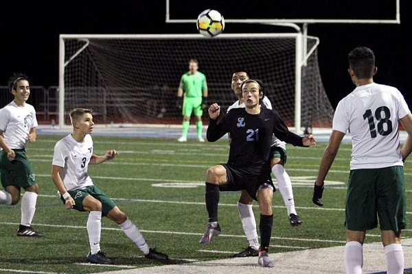 Lakeridge boys soccer battles, but falls to Tigard 4-0