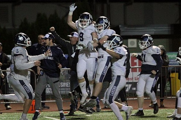 Lake Oswego beats West Linn 20-17 on Casey Filkins' last-second TD