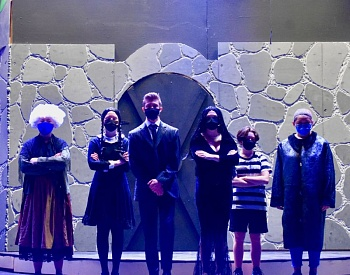 'The Addams Family' pays a visit to Estacada