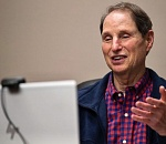 Wyden takes lead in urging continued aid during pandemic