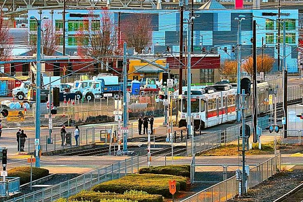 Man killed by MAX train at Milwaukie Avenue