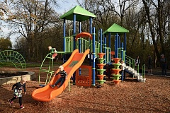 COURTESY THPRD - The new play structure at McMillan Park is one of the most obvious of the many recent upgrades that Tualatin Hills Park & Recreation District made at the Raleigh Hills site.