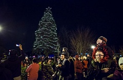 TIMES PHOTO: JONATHAN HOUSE - Families came out to watch the lighting of Tigard's downtown holiday tree, a sequoia just off Highway 99W at Southwest Main Street, on Friday evening.