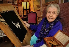 REVIEW PHOTO: VERN UYETAKE - At 93, Sample stays busy with her artwork and visits from friends.