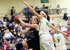 PMG PHOTO: MILES VANCE - Sherwood's Calahan Crawford (left) and the rest of the 10th-ranked Lady Bowmen welcome No. 11 West Linn to Sherwood High School at 5:45 p.m. tonight (Friday, Feb. 17) in a key Three Rivers League matchup.